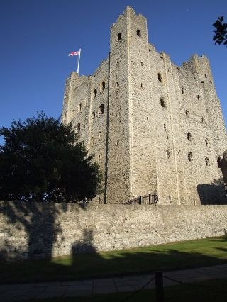 800px-rochester_castle_keep_0022
