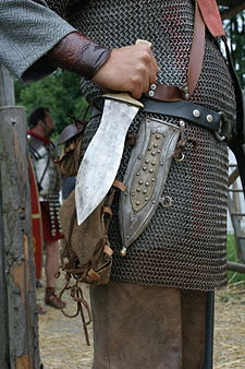 https://en.wikipedia.org/wiki/Roman_military_personal_equipment