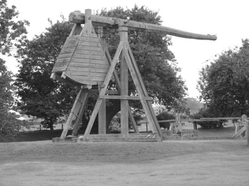 Trebuchet_at_Caerlaverock_Castle
