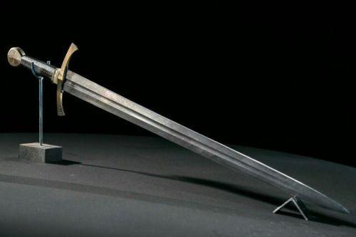 Crus Sword